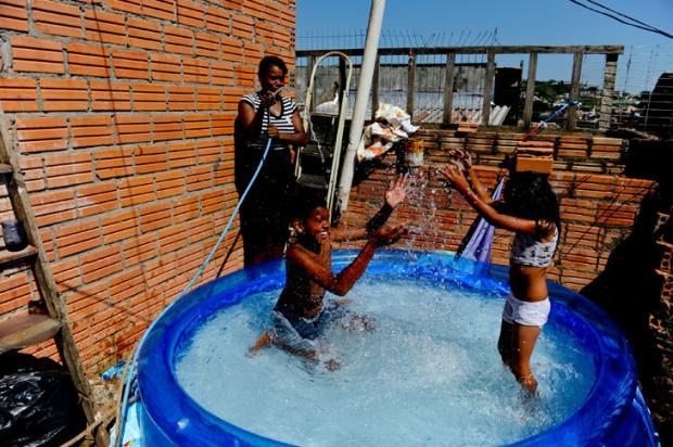 Cuide bem do seu piscin o di rio ga cho - Piscina plastico carrefour ...