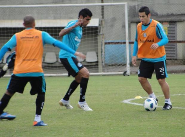 Finalizando recuperação, Bruno Collaço treina com bola   Tatiana Lopes  /