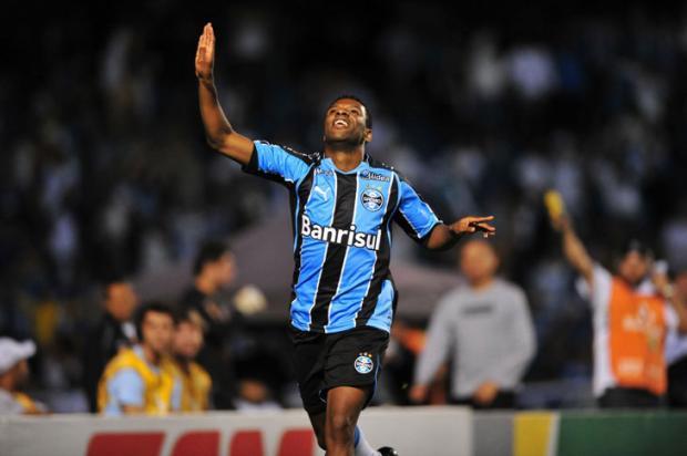 Chateado, Clementino entende que falta de gols o levou à reserva no Grêmio Jefferson Botega/