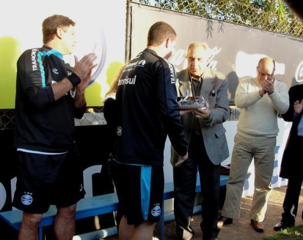 Grupo do Grêmio homenageia seu Verardi no aniversário de 77 anos Tatiana Lopes/Agencia RBS