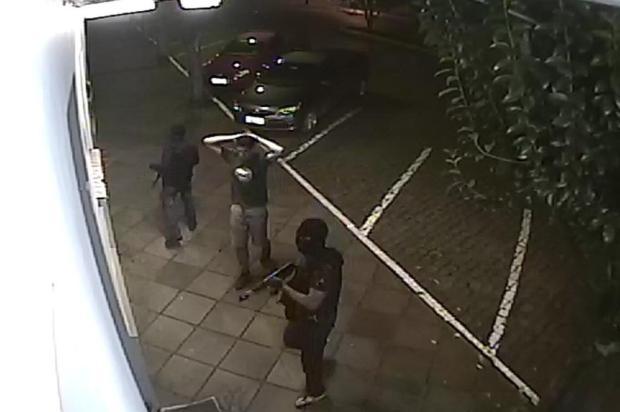 FOTOS: Polícia divulga imagens de assaltantes em fábrica de joias em Cotiporã Reprodução/Comunicação Social da Brigada Militar