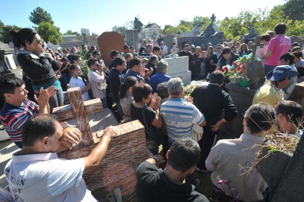 Famílias enterram vítimas da tragédia em Santa Maria Jean Pimentel/Agencia RBS
