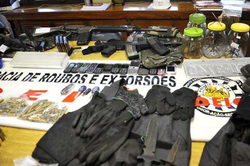 Policiais do Deic prenderam, na madrugada do domingo passado, o sexto integrante da quadrilha que tentou roubar a fábrica de joias em Cotiporã, em dezembro de 2012:imagem 9