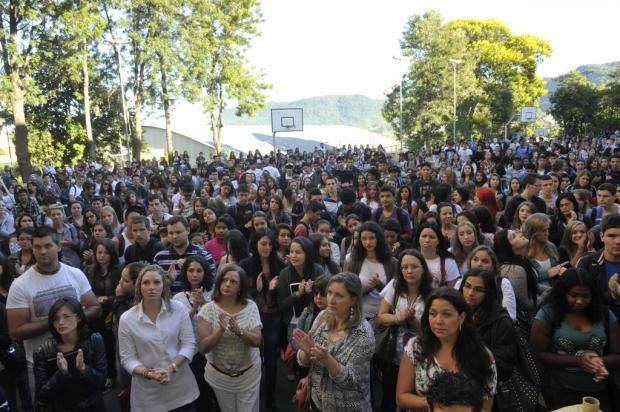 Mais de 15 minutos de barulho marcam homenagem às vítimas da Kiss Fernanda Ramos/especial