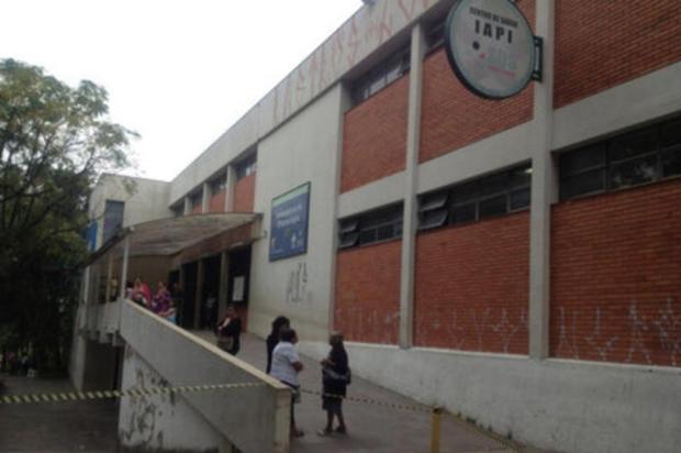Centro de Saúde IAPI, em Porto Alegre, fecha mais cedo nesta sexta-feira Renata Colombo/Rádio Gaúcha