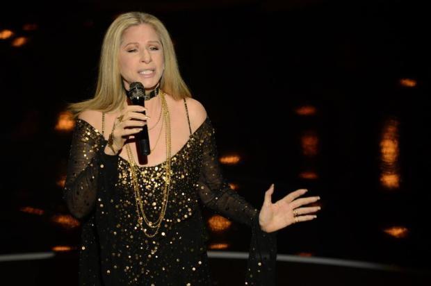 Barbra Streisand conta que clonou duas vezes cão de estimação robin back/afp