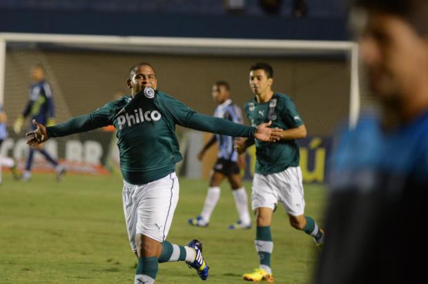 Walter tem mais gols no ano pelo Goiás do que Vargas, Kleber e Barcos juntos Carlos Costa/Lancepress!