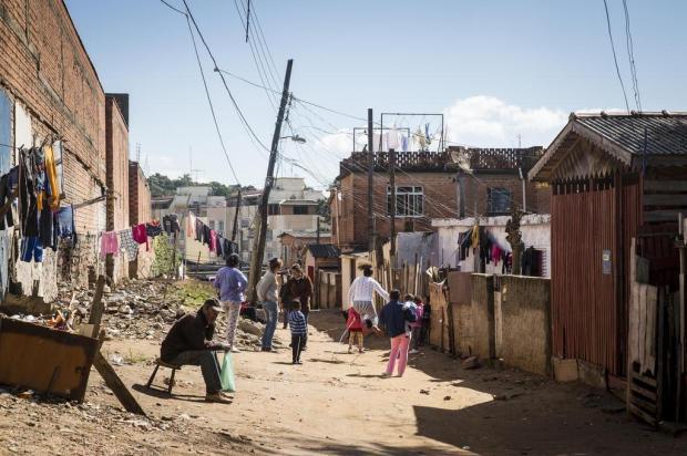Moradores de vilas de Porto Alegre aguardam na fila da legalização Mateus Bruxel/Agencia RBS