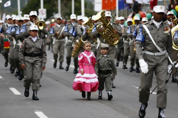 Mesmo sob chuva, desfile de 20 de setembro encanta plateia fiel Ricardo Duarte/Agencia RBS