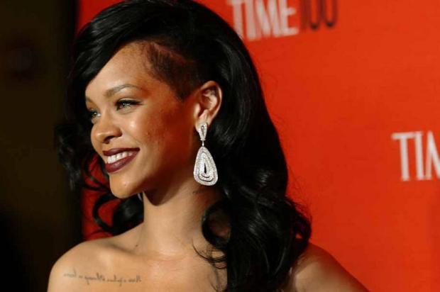 Invasor passa 12 horas na casa de Rihanna, nos EUA TIMOTHY A. CLARY/AFP