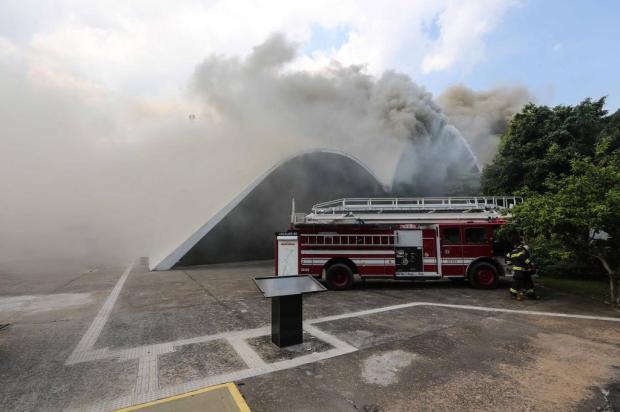 Incêndio atinge auditório do Memorial da América Latina, em São Paulo VANESSA CARVALHO/BRAZIL PHOTO PRESS/ESTADÃO CONTEÚDO
