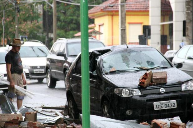 Temporal derruba postes e árvores em Novo Hamburgo Charles Dias/Especial