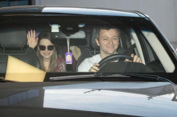 Sandy, o marido Lucas Lima, e o filho Theo deixam maternidade em Campinas Leo Franco/AgNews