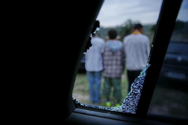 Polícia capturou os três menores que vandalizaram e furtaram a escola Onofre Pires em Porto Alegre Mauro Vieira/Agencia RBS