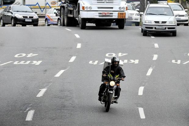Justiça decide: remunerar motoboys pelo número de entregas é ilegal Mateus Bruxel/Agencia RBS