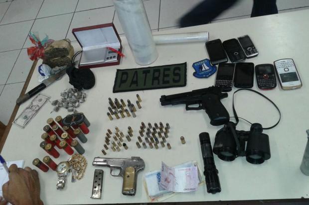 Três homens são presos na Ilha dos Marinheiros com armas, drogas e artefato explosivo divulgação/Brigada Militar