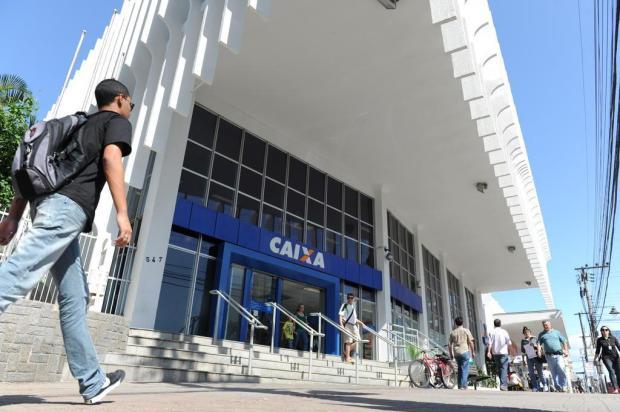 Caixa abrirá mais cedo até quarta-feira para saques do FGTS Leo Munhoz/Agencia RBS