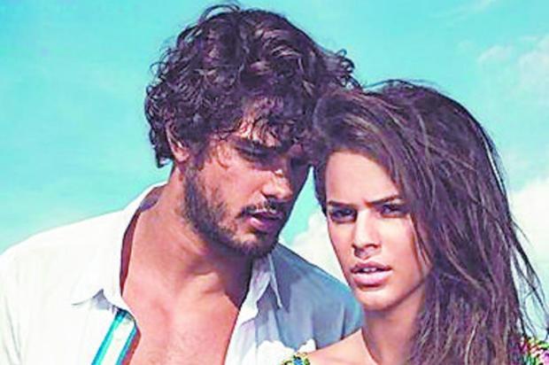 Bruna Marquezine é vista aos beijos com modelo brasileiro em Miami Reprodução/Reprodução