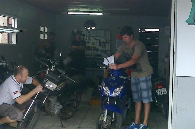 Oficina de Xangri-Lá era depósito de motos roubadas Divulgação/Polícia Civil