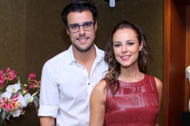 Joaquim Lopes chora ao falar de Paolla para amigos e diz que tem esperanças de reatar o romance Alex Palarea/AgNews