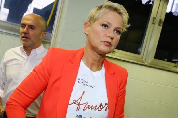 Em entrevista à Record, Xuxa se emociona ao falar da mãe Marcello Sá Barreto/AgNews