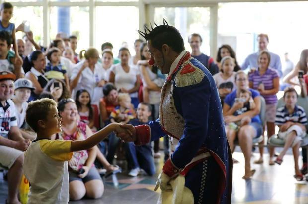 Artistas do Circo Tihany se apresentam para crianças do Hospital Santo Antônio  Mateus Bruxel/Agencia RBS