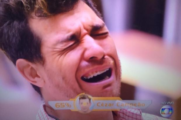 Final do BBB15 teve emoção, romance e até troféu de brother mais sem noção Reprodução/TV Globo