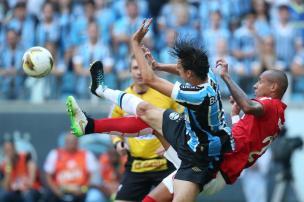 Cacalo e Zé Victor comentam o primeiro tempo do Gre-Nal (Fernando Gomes/Agencia RBS)