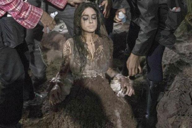 Marina Ruy Barbosa dispensa dublê e é enterrada viva em minissérie TV Globo/Divulgação