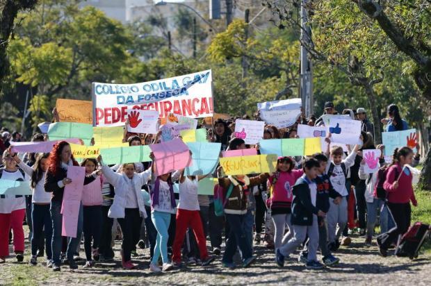 Estudantes da escola Odila Gay da Fonseca protestam pedindo segurança Diego Vara/Agencia RBS