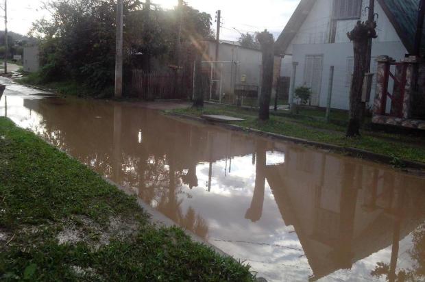 Depois da chuvarada, a rua na Vila Paraíso, em Viamão, vira piscinão arquivo pessoal/leitor/dg
