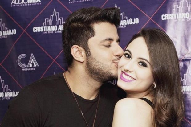 Cantor Cristiano Araújo e a namorada morrem após grave acidente de carro Facebook/Reprodução