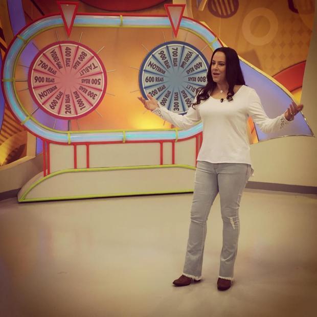 Justiça veta crianças e Silvia Abravanel apresenta o Bom Dia & Cia, no SBT Reprodução / Facebook/