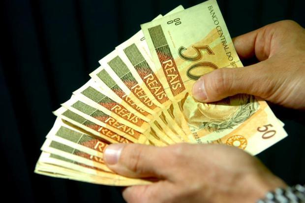 Segunda parcela do 13º começa a ser paga na sexta-feira: veja como consultar o contracheque Genaro Joner/Agencia RBS
