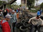 Moradores interrompem o trânsito na RS-118, em Sapucaia do Sul