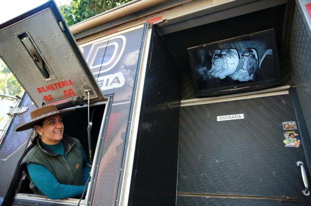 Tecnologia avançada no acampamento dos gaúchos: cinema 8D atrai curiosos Carlos Macedo/Agencia RBS