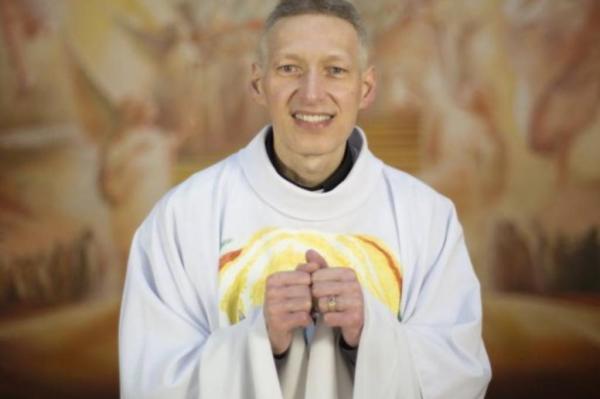 Biografia de padre Marcelo Rossi fala de namorada antes de