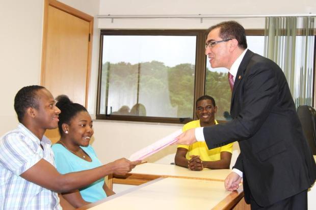 Sem documentos, haitianos ganham autorização da Justiça para casar Camila Pires/O Informativo do Vale
