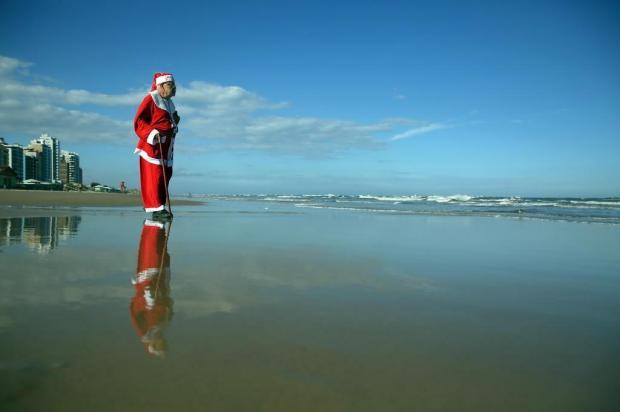Recuperado de um câncer, Papai Noel do Litoral vai viver primeiro Natal sem barba e cabelos naturais Tadeu Vilani/Agencia RBS