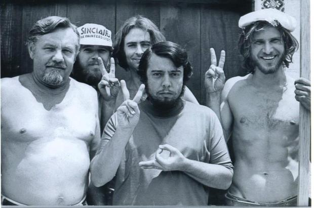 Sérgio Mendes publica foto de Harrison Ford como carpinteiro antes da fama Reprodução/Facebook Sérgio Mendes