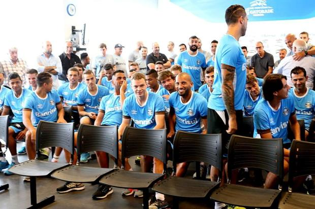 Leonardo Oliveira: jogadores se remexeram nas cadeiras com a promessa de Bolzan Júlio Cordeiro/Agencia RBS