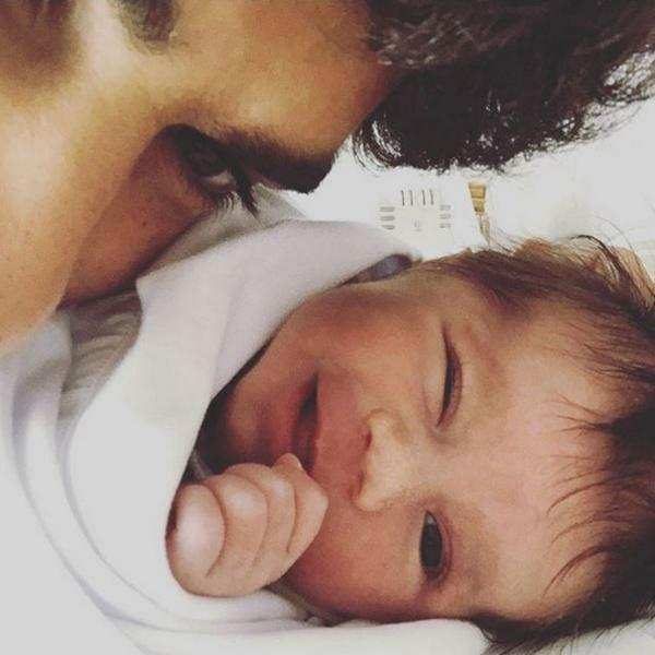 """Deborah Secco posta foto do marido e da filha: """"Amores"""" Instagram/Reprodução"""