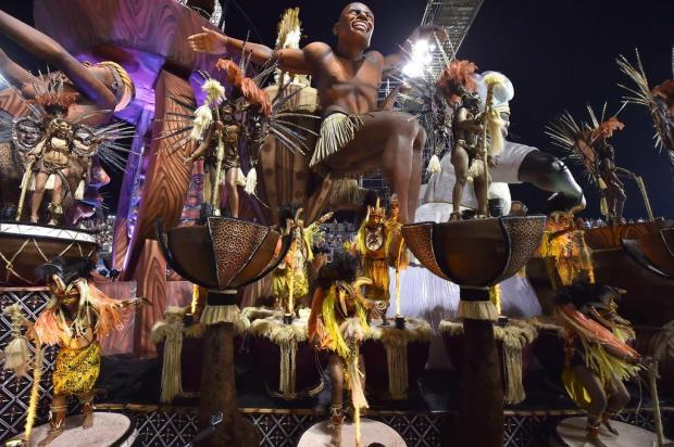 Veja como foi a segunda noite de desfile do Carnaval de São Paulo Nelson Almeida/AFP