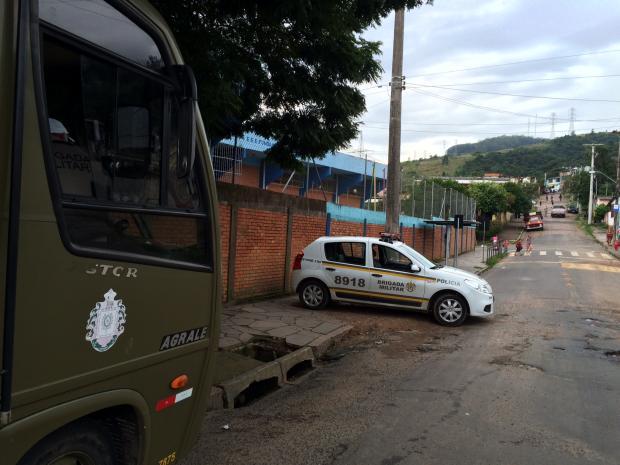 """""""Local mais seguro é dentro da escola"""", diz comandante da BM sobre retomada de aulas na Erico Verissimo Schirlei Alves / Agencia RBS/Agencia RBS"""