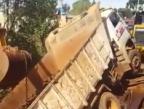 Caminhão despenca sobre ponte no noroeste do Estado Reprodução / Facebook/Facebook