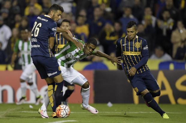 Leonardo Oliveira: uma sugestão de meia argentino para dupla Gre-Nal Juan Mabromata/AFP