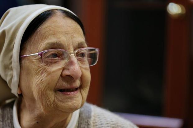 """Freira de Porto Alegre tem 108 anos e está sempre em atividade: """"Eu não sou velha!"""" Fernando Gomes/Agencia RBS"""