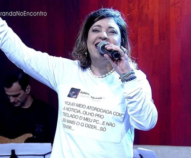 Roberta Miranda usa camiseta estampada com seu próprio tweet no Encontro Reprodução/