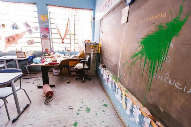 """""""Não temos nem água para lavar as mãos"""", diz diretora de escola depredada na Capital Omar Freitas/Agencia RBS"""