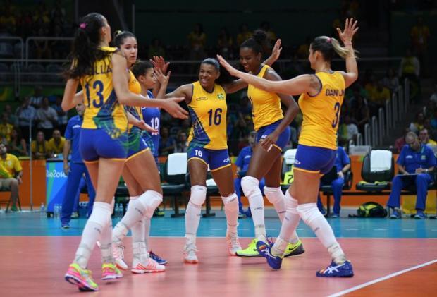 Seleção feminina de vôlei vence a Argentina e mantém 100% Johannes EISELE / AFP/